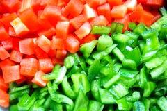 Fondo de la zanahoria roja y de la pimienta verde Fotografía de archivo