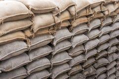 Fondo de las bolsas de arena para la defensa de la inundación Foto de archivo libre de regalías