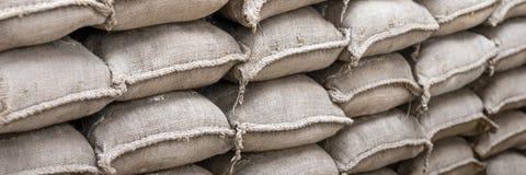 Fondo de las bolsas de arena para la defensa de la inundación Imágenes de archivo libres de regalías