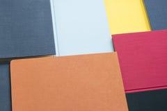 Fondo de las cubiertas de libro coloridas imagenes de archivo