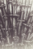 Fondo de las espadas del caballero del metal Los caballeros del concepto Fotografía de archivo