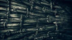 Fondo de las espadas del caballero del metal Cierre para arriba Los caballeros del concepto almacen de video