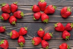 Fondo de las fresas recién cosechadas, directamente arriba Foto de archivo