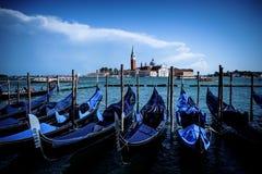 Fondo de las góndolas y de Giudecca en Venecia, Italia fotografía de archivo libre de regalías