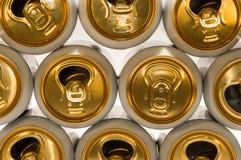Fondo de las latas de aluminio para las bebidas Imagen de archivo
