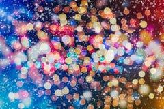 Fondo de las luces de bulbos del brillo que brilla: falta de definición del concepto de las decoraciones del papel pintado de la  Imagen de archivo libre de regalías