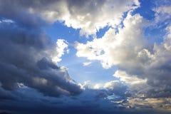 Fondo de las nubes de tormenta Imágenes de archivo libres de regalías