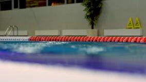 Fondo de las ondas en piscina del deporte metrajes