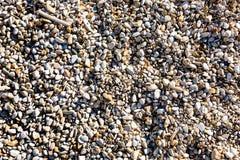 Fondo de las piedras del guijarro en la orilla Fotos de archivo libres de regalías