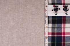 Fondo de las telas Tela de lino, camisa de la franela de la tela escocesa con el cordón Imagenes de archivo