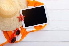 Fondo de los accesorios de la playa Imágenes de archivo libres de regalías