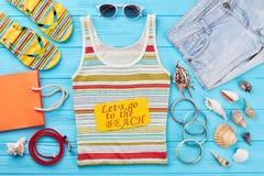 Fondo de los accesorios del verano de las mujeres Fotos de archivo