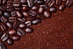 Fondo de los argumentos de café y de las habas enteras imagenes de archivo