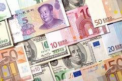 Fondo de los billetes de banco de los dólares, del euro y de Yuan Fotos de archivo libres de regalías