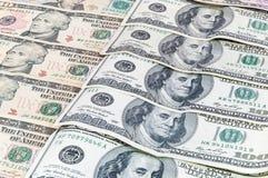 Fondo de los billetes de banco del dólar que ponen en fila Imágenes de archivo libres de regalías