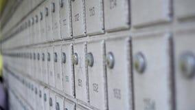 Fondo de los buzones de correos en fila almacen de video