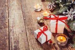 Fondo de los días de fiesta de la Navidad con los regalos Fotografía de archivo