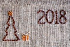 Fondo de los granos de café Fondo de la Navidad con café Fondo del Año Nuevo de los granos de café 2018 años Fotografía de archivo libre de regalías