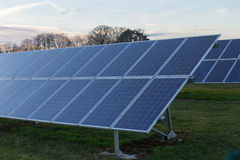 Fondo de los módulos fotovoltaicos para la energía renovable Fotografía de archivo