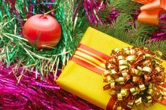 Fondo de los ornamentos y de los regalos de la Navidad Foto de archivo