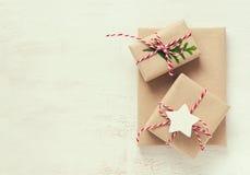Fondo de los presentes de la Navidad o del Año Nuevo Foto de archivo
