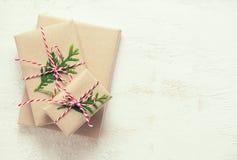 Fondo de los presentes de la Navidad o del Año Nuevo Fotografía de archivo