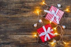 Fondo de los regalos de la Navidad Imagenes de archivo