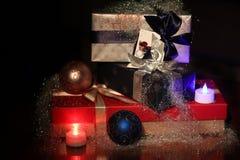 Fondo de los regalos de vacaciones de invierno Foto de archivo