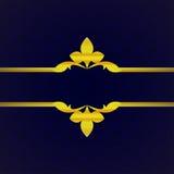 Fondo de lujo azul marino con el ornamento del oro del vintage de los pétalos Imagen de archivo libre de regalías