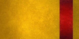 Fondo de lujo del oro con el panel rojo de la barra lateral o raya de la cinta en la frontera Imagen de archivo libre de regalías