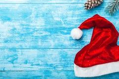 Fondo de madera azul Abeto verde, estafa Tarjeta de felicitación de la Navidad y Año Nuevo Espacio para el mensaje del ` s de Pap Imágenes de archivo libres de regalías