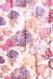Fondo de madera blanco con el estampado de flores colorido Imagen de archivo