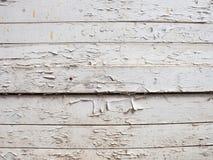 Fondo de madera blanco con la pintura vieja, grietas, desgastes Espacio bajo texto Toc?n viejo en lechada de cal fotos de archivo libres de regalías