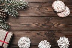 Fondo de madera de Brown Árbol de abeto, cono decorativo Dulces Espacio de mensaje por la Navidad y el Año Nuevo Fotos de archivo