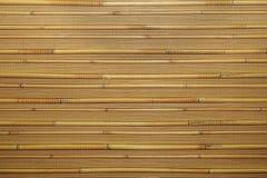 Fondo de madera caliente natural con el bambú y la paja Foto de archivo