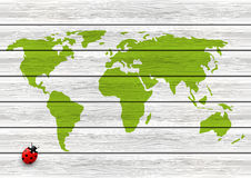 Fondo de madera con el mapa del mundo stock de ilustración