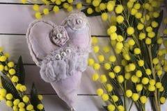 Fondo de madera con la mimosa Foto de archivo