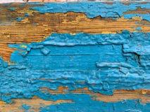 Fondo de madera con la pintura azul vieja Pintura de varias capas agrietada fotos de archivo