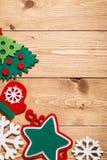 Fondo de madera con las decoraciones de la Navidad Imagen de archivo libre de regalías