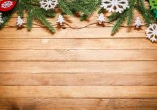 Fondo de madera con las decoraciones de la Navidad Fotografía de archivo