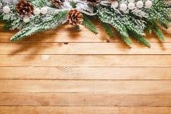 Fondo de madera con las decoraciones de la Navidad Imágenes de archivo libres de regalías