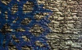 Fondo de madera con los copos de nieve de plata en un fondo azul y púrpura Año Nuevo, la Navidad, fondo, textura Imágenes de archivo libres de regalías