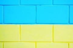Fondo de madera de la textura de la pared azul y amarilla imagen de archivo libre de regalías