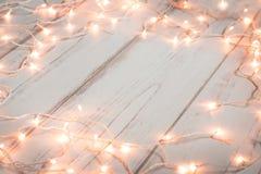 Fondo de madera de las luces de la Navidad Fotografía de archivo