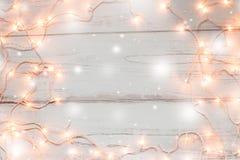 Fondo de madera de las luces de la Navidad Fotos de archivo libres de regalías