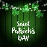Fondo de madera del verde del día del St Patricks con las cadenas de luces y de tréboles Party la decoración Ejemplo del vector,  Ilustración del Vector
