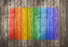 Fondo de madera de la pintada del arco iris foto de archivo