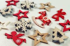 Fondo de madera de las decoraciones del vintage de la Navidad Imagenes de archivo