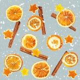 Fondo de naranjas secadas, cáscara de la Navidad en la forma de una estrella y con canela Fondo inconsútil fotos de archivo libres de regalías