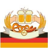 Fondo de Oktoberfest con las manos y las cervezas. Vector Imágenes de archivo libres de regalías